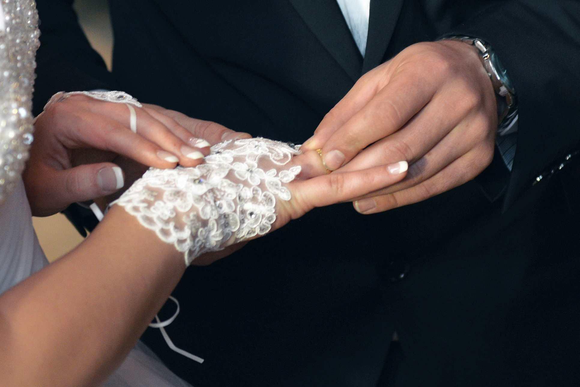 Close Up von Hand. Hochzeitsvideografie in Köln